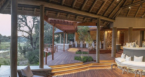 Dulini River Lodge sits on the banks of the Sand River
