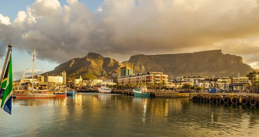 A singularly beautiful city, Cape Town is crowned by Table Mountain
