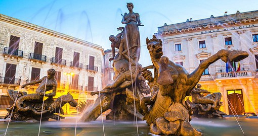 The Fountain of Diana sits at the centre of Siracusa's Piazza Archimede