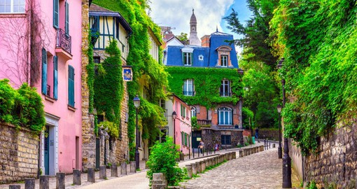 Montmartre is full of charm! Perched on the top of a small hill in the 18th arrondissement, the most famous Parisian district