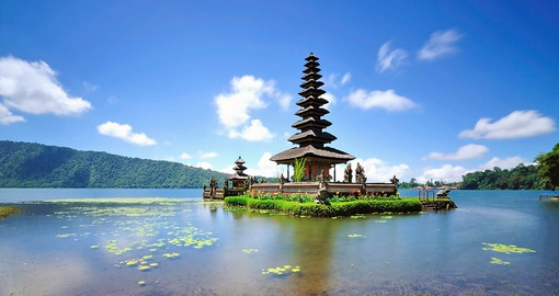 Visit the Floating temple in Lake Bedugul on your Indonesia Tour