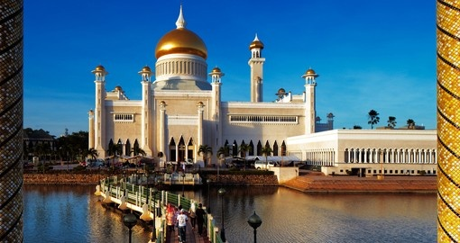Sultan Omar Ali Saifuddien mosque is a great photo opportunity on your Brunei vacation.