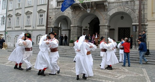 Folklore group dancing